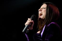 Arrestato fan di Laura Pausini per molestie