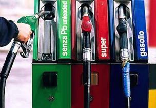 Sale la benzina