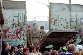 Il muro di Berlino umano