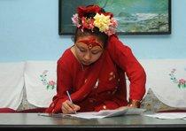 Una dea del Nepal promossa a pieni voti