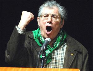 Umberto Bossi si é dimesso