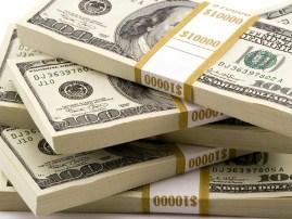 Trova 221 mila dollari e li restituisce