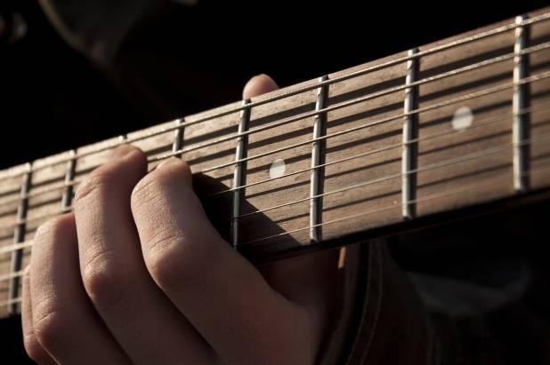 Hobby: imparare a suonare la chitarra