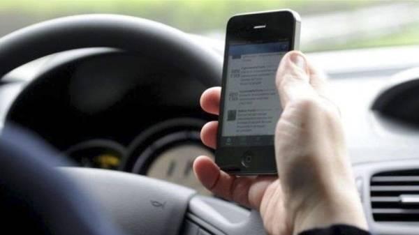 Cellulare alla guida? Patente sospesa