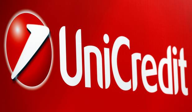 Unicredit, hackerati 400 mila clienti