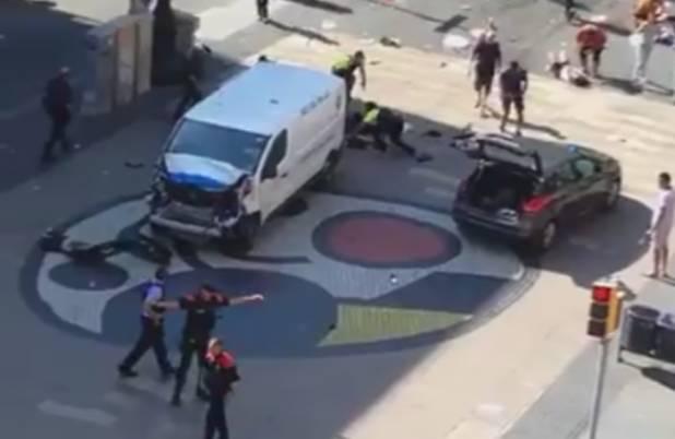 Barcellona, bus sulla folla: attentato?